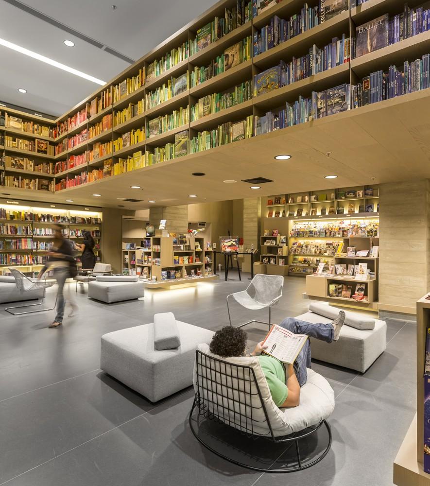 542cae9cc07a80c9ea0003ba_saraiva-bookstore-studio-arthur-casas_10-885x1000
